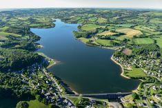 le lac de Villefranche de Panat sur le Lévézou en Aveyron. Crédit photo Richard Storchi #Lévézou
