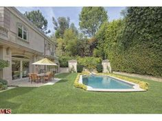 945 Foothill, Beverly Hills, CA 90210 -