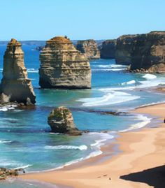 Twelve Apostles, Great Ocean Road, Australia - the most breathtaking sunset ever seen Oh The Places You'll Go, Cool Places To Visit, Places To Travel, Parc National, National Parks, World Of Wanderlust, Australia Tourism, Nature, Pyrenees