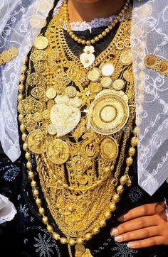 Mulher com jóias, Viana do Castelo, Portugal