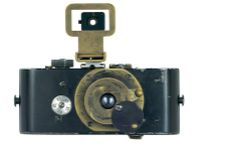 """In Oskar Barnack, an employee at the Wetzlar optical factory in Germany, built the first Leica. The Leitz was the first small format camera, using film to produce a images. Leica Camera AG still holds the original version of this """"ur-Leica,"""" as… Leica Camera, Nikon Dslr, Camera Gear, Rangefinder Camera, Spy Camera, Antique Cameras, Vintage Cameras, Photographie Leica, Gopro"""
