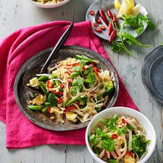 A healthier WW recipe for Vegetarian pad Thai ready in just Get the SmartPoints value plus browse other delicious recipes today! Ww Recipes, Thai Recipes, Indian Food Recipes, Healthy Recipes, Vegetable Recipes, Vegetarian Pad Thai, Weight Watchers Vegetarian, Weightwatchers Recipes
