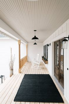 65 Stunning Farmhouse Front Porch Makeover Ideas - nearra news Modern Farmhouse Porch, Farmhouse Front Porches, Farmhouse Style, Farmhouse Door, White Farmhouse, Farmhouse Lighting, Modern Front Porches, Front Porch Design, Small Porches