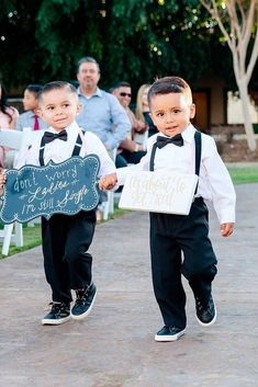 must have wedding photos boys with poster marlenasphotography