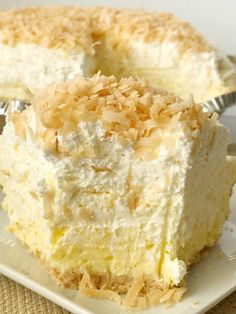 Coconut Cheesecake Cream Pie Recipes Coconut cream pie with a cheesecake twist. Easy and simple thanks to the coconut pudding mix and Nilla wafer crust. Kokos Desserts, Coconut Desserts, Coconut Recipes, Banana Recipes, Köstliche Desserts, Delicious Desserts, Dessert Recipes, Healthy Recipes, Coconut Cakes