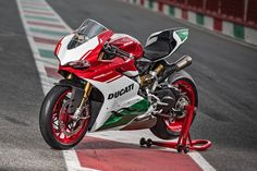 Last of Ducati's 1299 Panigale R Final Editions - 2018 Ducati 1299 Panigale, Cylinder Liner, Bike News, Biker T Shirts, Sportbikes, Car Wallpapers, Road Bike, Cars And Motorcycles, Motorbikes