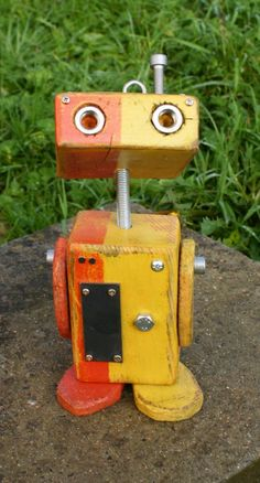 Little Robot made reclaimed wood unique hand - molded Create Your Own Robot, Wood Craft Patterns, Recycle Cans, Scrap Wood Projects, Hand Molding, Found Art, Woodworking Toys, Robot Art, Montessori Toys