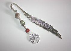 Marque pages plume composé de perles d'agate indienne, jaspe rouge et arbre de vie en métal couleur argenté. : Marque-pages par creations-art-et-gemmes