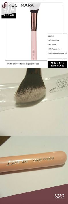 🆕 LUXIE ROSE GOLD LG. ANGLE BRUSH🆕 The luxie brush is ideal for all your contouring needs it's antibacterial synthetic bristles are soft enough for sensitive skin bristles are cut to fit and contour face can be used with bronzer blush highlighter and illuminator luxie Makeup Brushes & Tools