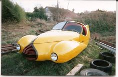 Victor-Albert Bouffort. The first was this magnificent streamlined three-wheeler based on a Citroen Traction-Avant. France 1950's.  Para saber más sobre los coches no olvides visitar marcasdecoches.org
