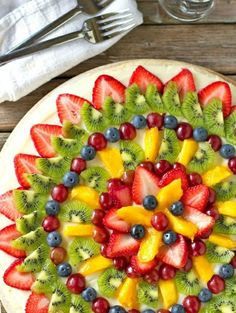"""Pizza Fruit """"Pizza"""" made with Sugar Cookie Crust- a yummy and easy summer dessert!Fruit """"Pizza"""" made with Sugar Cookie Crust- a yummy and easy summer dessert! Fruit Recipes, Pizza Recipes, Dessert Recipes, Healthy Recipes, Fruit Dessert, Dessert Pizza, Easy Recipes, Catering Recipes, Catering Ideas"""