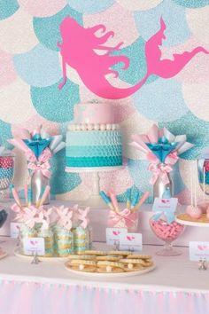 ピンクのマーメイドボードが可愛い~!壁も、人魚のうろこ模様♡