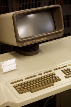 """The situation was similar in the case of this ""human-engineered"" HP 250 – this terminal might not have had that many characters, but at least had so much *character*! Building Aesthetic, Old Technology, Old Computers, Vacuum Tube, Box Tv, Future Tech, Cool Tech, Retro Futurism, Gaming Computer"