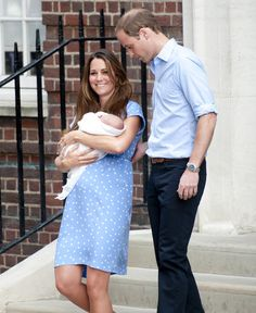 Pin for Later: Royal Rewind: Look Back on Prince George's First Appearance! Catherine, Duchess of Cambridge, was smiling as she left the hospital with Prince William at her side and the royal baby in her arms. Kate Middleton Prince William, Prince William And Kate, William Kate, Duchess Kate, Duke And Duchess, Duchess Of Cambridge, Baby Prince, Prince And Princess, Royal Prince