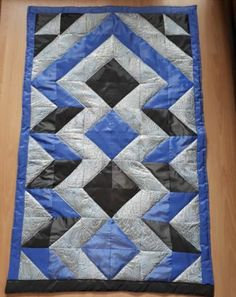 Quilted Table Toppers, Cement Crafts, Hot Pads, Quilt Patterns, Diy And Crafts, Triangle, Patches, Quilts, Blanket