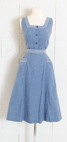 1 9 5 0 s S K I R T S E T ~ soft denim chambray cotton ~ white piping trim ~ metal back zipper skirt ~ pockets C O N D I T I O N great condition tiny bit of inconspicuous fade under arms S I Z I N G fits like s m s k i r t : length 29 1950s Fashion Dresses, Fifties Fashion, Vintage 1950s Dresses, Vintage Tops, Vintage Outfits, Vintage Fashion, Fashion Skirts, Dress Fashion, Vintage Clothing