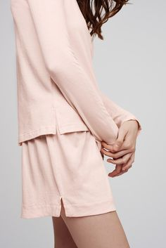 Superior softness is the defining quality of our Pima lounge set, made from subtly ribbed Pima cotton. This long-sleeve design ensures warmth, while the shorts promise breathability. Slip this pair on for laid-back lounging on evenings in, or when the schedule simply calls for sleep.