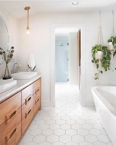 Bathroom suggestions, master bathroom renovation, bathroom decor and master bathroom organization! Master Bathrooms could be beautiful too! From claw-foot tubs to shiny fixtures, these are the master bathroom that inspire me the most. Bathroom Trends, Bathroom Renovations, Bathroom Interior, Boho Bathroom, Warm Bathroom, Remodel Bathroom, Bathroom Ideas White, Design Bathroom, Bathroom Inspo