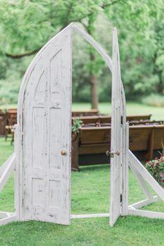 The sweetest rustic walkway: http://www.stylemepretty.com/new-york-weddings/syracuse/skaneateles-syracuse/2015/09/14/rustic-glam-finger-lakes-wedding/ | Photography: Elizabeth LaDuca - http://elizabethladuca.com/
