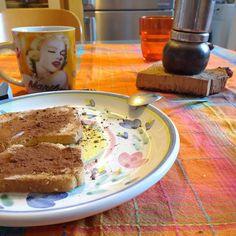 Burro salato e cacao magro. Se non fosse per la caffettiera e l'accento veneto potrei essere scambiata per una francese che fa colazione. @laurence_landais la bontà. Erano settimane che volevo provare!