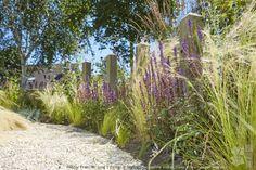 Voortuin en zij tuin in strandsfeer. DESIGNED BY: Jacqueline Volker – 2012. www.lifestyleadviseur.nl . Photos: Frans de Jong. Strandtuin, voortuin, zij tuin, vakantie tuin, vaste planten, siergrassen, borders, strandsfeer, tuinontwerp, tuinidee, tuinvoorbeeld, kleine tuin, tuininspiratie, beach garden, front yard, coastal, perennials, ornamental grasses, garden design, small garden.
