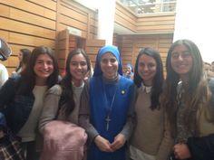 """Reflexiones de dos jóvenes chilenas luego de escuchar el testimonio de la Hermana Guadalupe en Santiago de Chile  """"Una jóven me escribió hace unos días: mientras muchos buscan pokemones, noso…"""