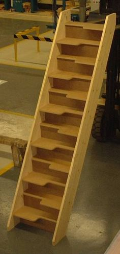 Space saving stairs - 30 mm MDF treads - but I would leave it open - no risers paddle stair Space Saver Staircase, Loft Staircase, Modern Staircase, Staircase Design, Stair Design, Tiny House Stairs, Tiny House Living, House Roof, Tiny Spaces