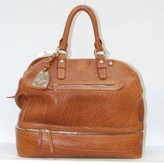 Ritornate ad un'idea di moda che lascia spazio allo stile vintage i bauletti in vera pelle di Valentino Orlandi