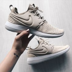Nike Roshe Deux Talons De Chaussure Taupe