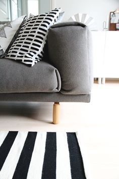 Mid-Century Modern Chairs That'll Change How You See Interior Design Living Room Modern, Home Living Room, Living Room Inspiration, Home Decor Inspiration, Home Interior, Interior Design, Lounge, Scandinavian Home, Retro