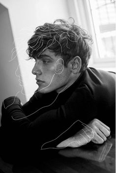 Makeuphall: The Internet`s best makeup, fashion and beauty pics are here. Handsome Men Quotes, Handsome Arab Men, Beautiful Women Quotes, Beautiful Tattoos For Women, Art Drawings Beautiful, Beautiful Sketches, Woman Sketch, Woman Drawing, Kreative Portraits