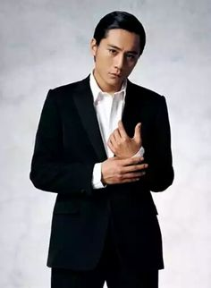 Liu Ye as an English doctor. Ye is a very famous Chinese actor as in known for his extraordinary acting talent. He has won the Golden Rooster Award for Best Actor.