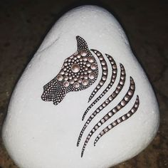 Meglestem a tündéreket I was on the watch for Dot Painting, Stone Painting, Mandela Rock Painting, Beautiful S, Mandala Dots, Stone Art, Painted Rocks, Arts And Crafts, Photo And Video