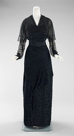 Designer: Miss Beckie Date: 1910–12 Culture: American Medium: silk Dimensions: Length at CB (a): 15 in. (38.1 cm) Length at CB (b): 47 in. (119.4 cm) Credit Line: Brooklyn Museum Costume Collection at The Metropolitan Museum of Art, Gift of the Brooklyn Museum, 2009; Gift of Mrs. Howard C. Brokaw, 1960 Accession Number: 2009.300.283a–c
