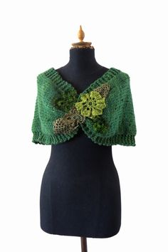 NIDO  handknitting and crochet lace cover shoulders by laslopezlas
