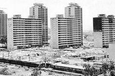 La construcción de la Unidad Habitacional Nonoalco-Tlatelolco, México DF, en 1963 Arq. Mario Pani Construction of  Nonoalco-Tlatelolco, Mexico City in 1963