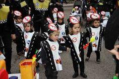 Bolsas disfraz de carretera y señales de tráfico http://www.multipapel.com/familia-material-para-disfraces-maquillaje-bolsas-de-color.htm
