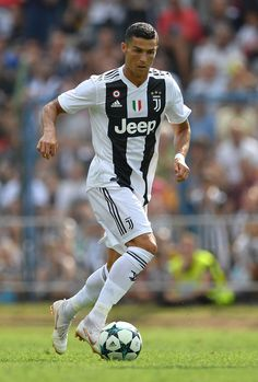 Looking for New 2019 Juventus Wallpapers of Cristiano Ronaldo? So, Here is Cristiano Ronaldo Juventus Wallpapers and Images Cristiano Ronaldo 7, Messi And Ronaldo, France Football, Real Madrid Football, Real Madrid Players, Ronaldo Football, Football Soccer, Football Shoes, Sport Motivation
