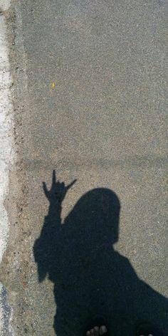 Teen Girl Photography, Shadow Photography, Tumblr Photography, Aesthetic Photo, Aesthetic Girl, Selfi Tumblr, Portrait Fotografie Inspiration, Foto Mirror, Shadow Photos
