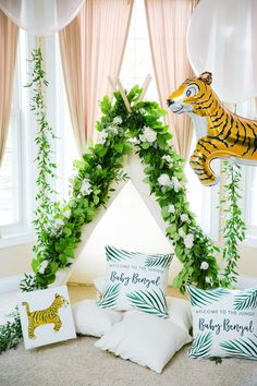 Welcome to the Jungle Baby Shower on prettymyparty