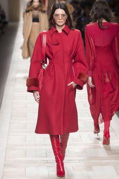 Kendall Jenner for Fendi fall/winter 2017 collection – Milan fashion week. #runway #fashion #milan #fashionweek #fabfashionfix #fendi #fall2017