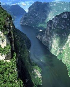 El Cañon del Sumidero en Tuxtla Gutierrez, Chiapas (Mexico) Es un lugar que te deja mudo!! es realmente impresionante estar ahí :D