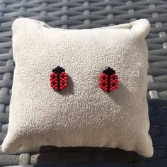 Jewelry ladybug earrings - idea birthday gifts for girls Clous chips - Jewelry ladybug earrings – idea birthday gifts for girls Clous chips Seed Bead Patterns, Peyote Patterns, Jewelry Patterns, Bracelet Patterns, Beading Patterns, Seed Bead Crafts, Seed Bead Jewelry, Bead Jewellery, Beaded Jewelry