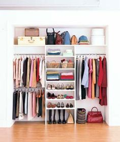 Optimize your closet space with these functional closet organization concepts! We've gathered lots of motivation as well as techniques for making best use of closet space with various styles and also contemporary styles. Closets Pequenos, Organizar Closet, Small Closet Space, Tiny Closet, Small Closet Design, Closet Ideas For Small Spaces, Small Closet Redo, Reach In Closet, Double Closet