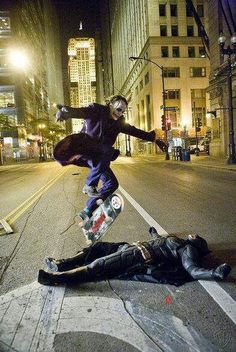 Joker, skateboarding over Christian Bale as the Batman. heath ledger as the joker jumpin over christian bale as batman. awesomeheath ledger as the joker jumpin over christian bale as batman. Joker Et Harley, Der Joker, Joker Batman, Harley Quinn, Joker Heath, Batman Dark, Heath Leadger, Funny Batman, Batman Stuff