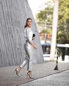 Yes I am loving the metallic trend! Wearing @gloria_coelho_brand ------