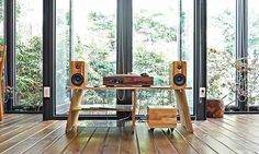 Minfort is raising funds for - The Best Wooden Multi-Functional Turntable on Kickstarter! Enjoy all your vinyl records AND online playlists: Minfort's wooden turntable is the perfect mix of retro and modern. High Quality Speakers, Sound Speaker, Audio Room, Yanko Design, Hifi Audio, Aesthetic Design, Your Music, Retro Design, Turntable