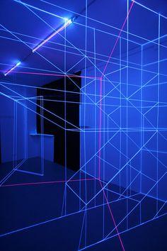 UV-Light, construir espacios tridimencionales con la luz / Jeongmoon Choi,© vía colossal