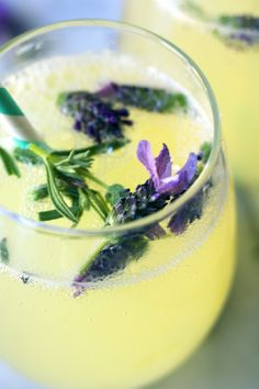Lavender & Honey Sparkling Lemonade has the subtle sweetness of golden honey, tart and refreshing lemony zest, gentle floral notes, and the perfect amount of bubbly sparkle! This Springtime-inspired bubbly beverage is great for brunch! Refreshing Drinks, Summer Drinks, Fun Drinks, Healthy Drinks, Healthy Recipes, Beverages, Healthy Food, Nutrition Drinks, Mixed Drinks