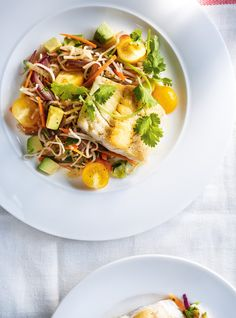 Seared Fish with Vegetable Vermicelli Fish Recipes, Seafood Recipes, Healthy Recipes, Seafood Dishes, Healthy Foods, Chilis Menu, Waldorf Chicken Salad, Seared Fish, Confort Food